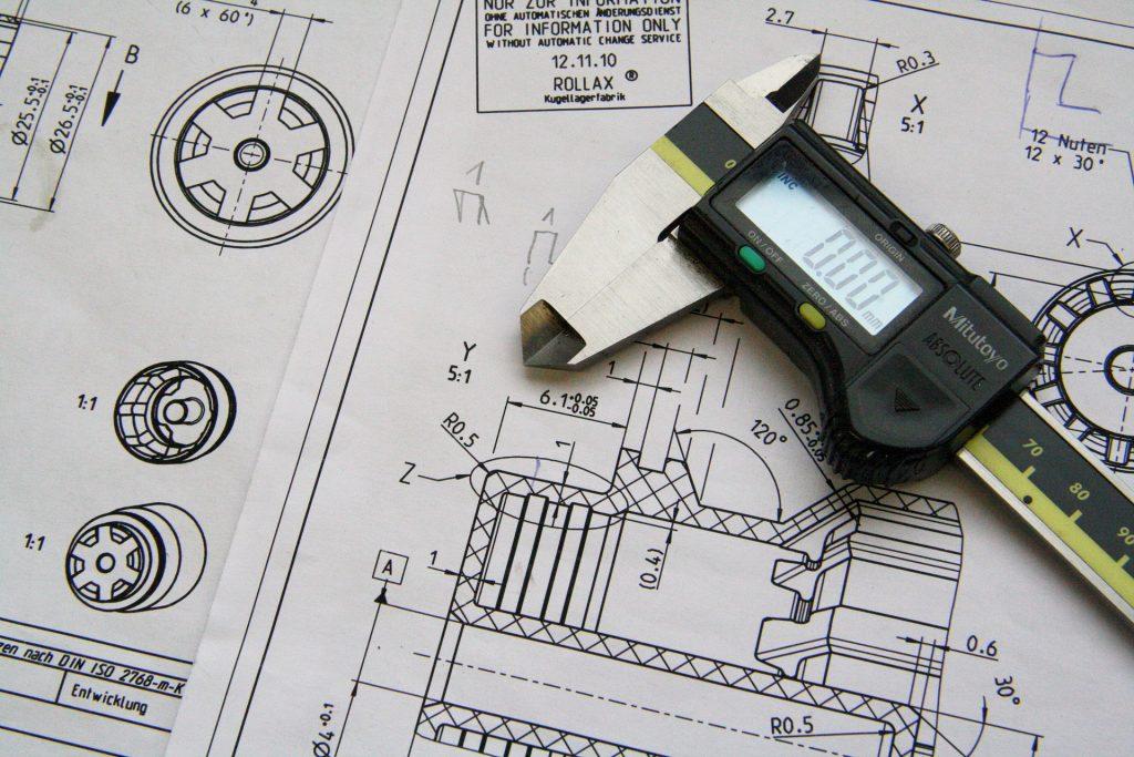Der Aufbau komplexer Maschinen gehört beim Beruf des Konstruktionsmechaniker dazu. Bild: Pixabay.com @ Anyusha (CC0 Creative Commons)