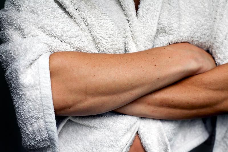 """""""Im Bademantel kannst du ganz authentisch sein."""" Bild: inkje/photocase.de"""
